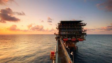kilang minyak bumi di laut