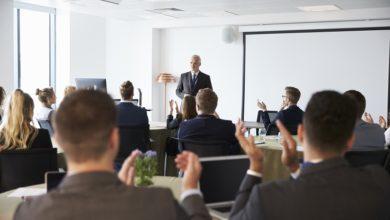 Colocando ideias, pensamentos ou mensagens em um discurso persuasivo