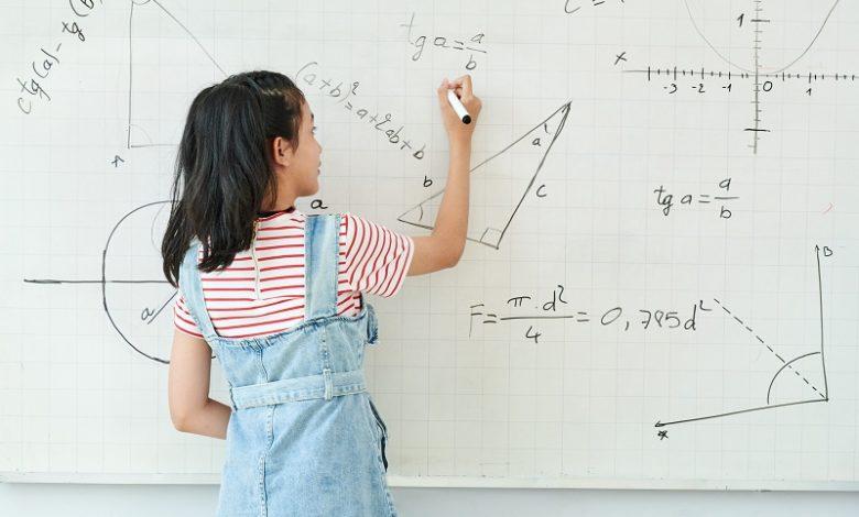 Propriedades de funções em matemática - Smart Class